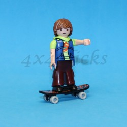 Patinador con tabla de Skate