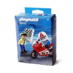 Niños con moto de carrera